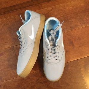 Nike Boy's skateboarding sneaker NWT